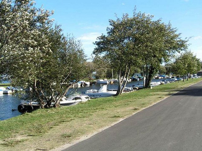 Aire de camping-car à Gastes 4