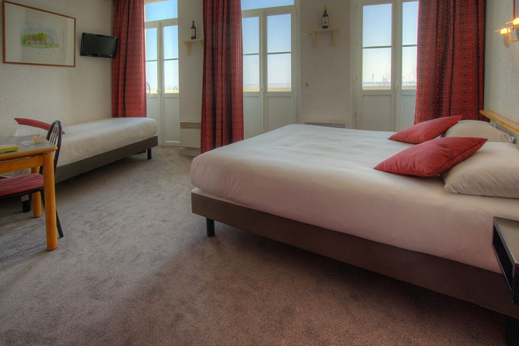HOTEL_DE_FRANCE_ET_D'ANGLETERRE_CHAMBRE_VisionAir_5