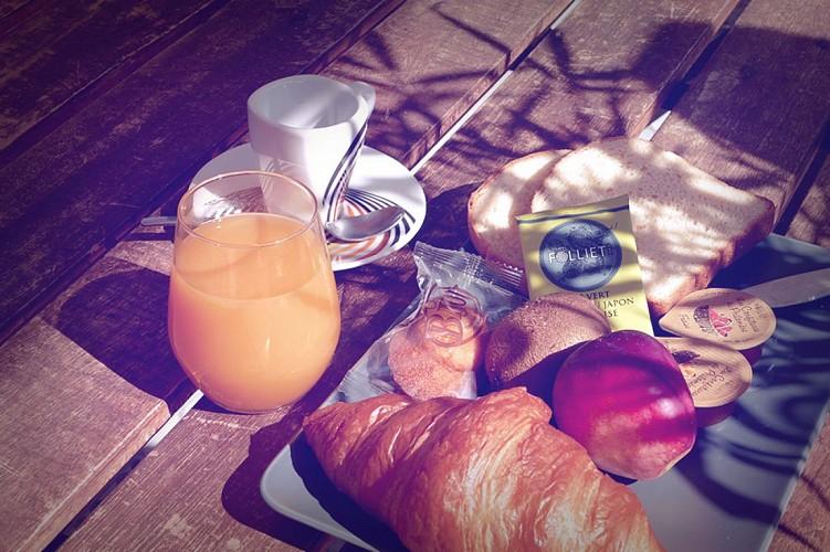 hotel-cote-et-lac-bisca-petit-dejeuenr