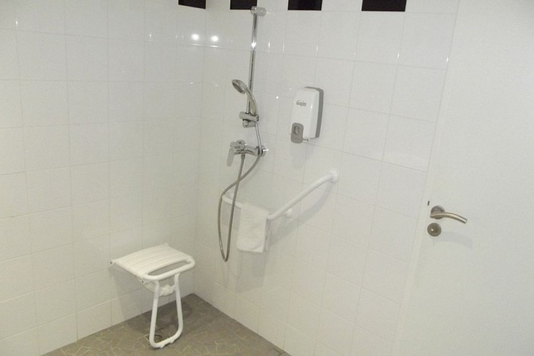 hotel-jardins-ocean-bisca-salle-d-eau-PMR