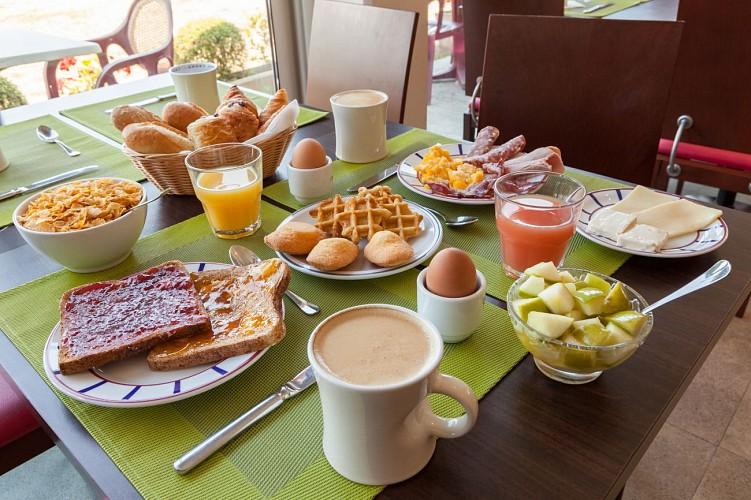 CASTETS_Hôtel Les Bruyères_Salle petit déjeuner