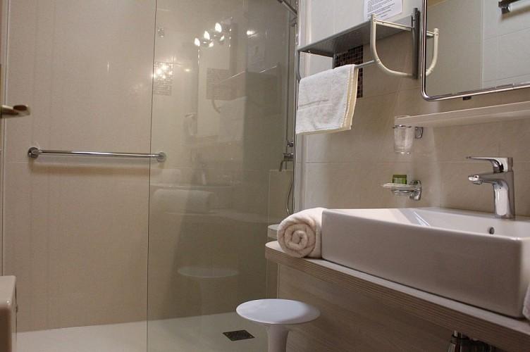 Aux Tauzins - salle de bain3