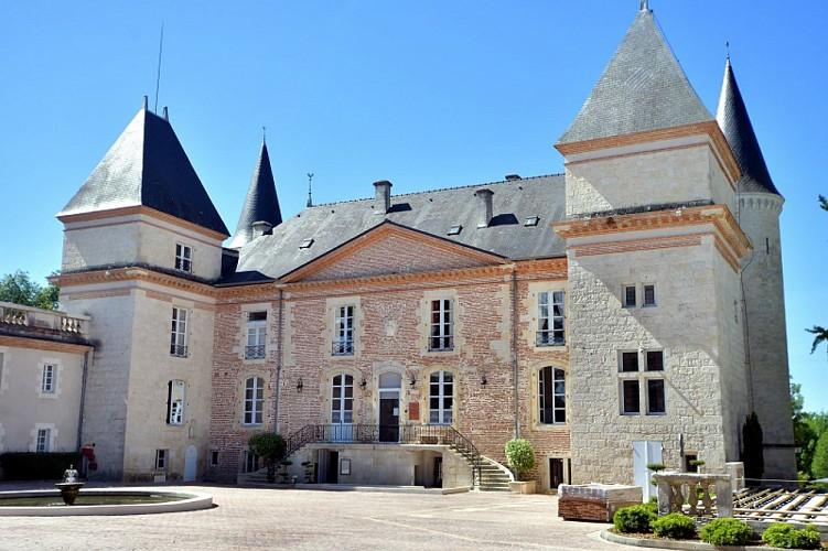 Château Saint-Marcel cour