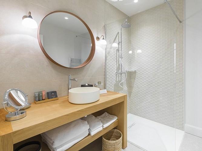 Clos-Castel-hotel-chambre-classique-douche