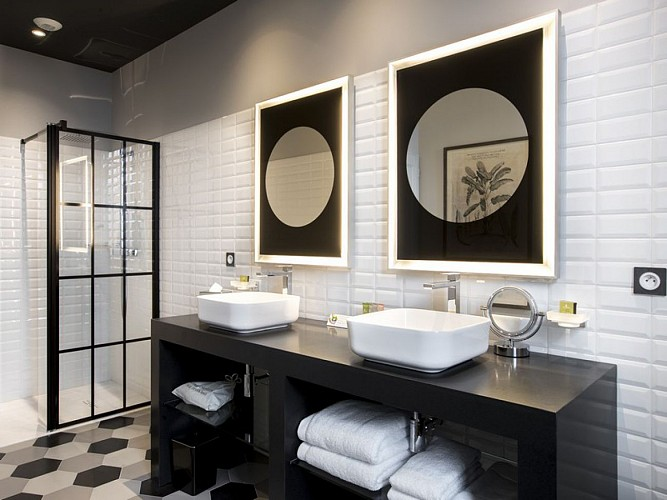 Clos-Castel-Hotel-chambre-confort-douche