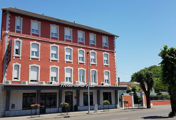 Hôtel de la Paix - Façade et arbre