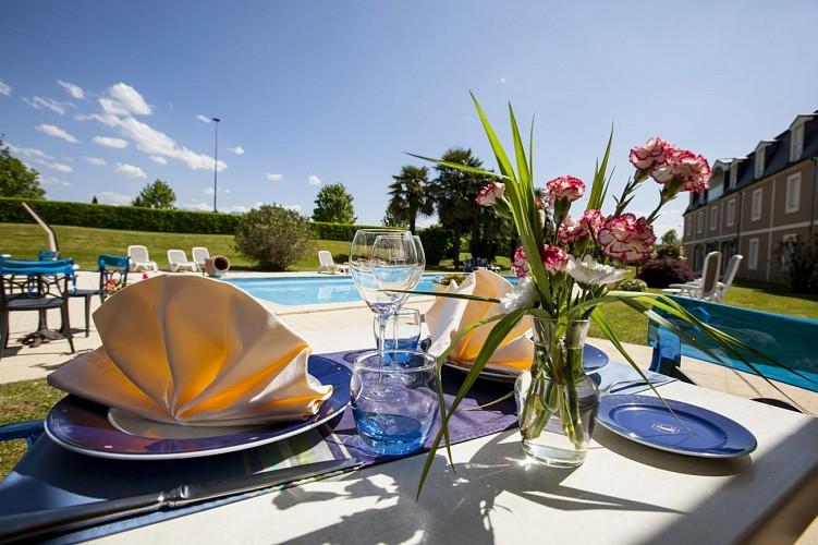Alysson hôtel - Terrasse vue piscine (Alysson hôtel)