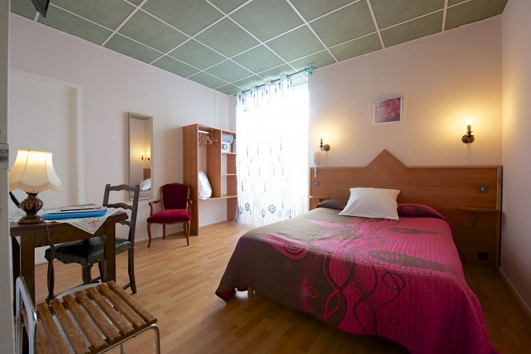 Hotel-de-france-Chambre-1-4