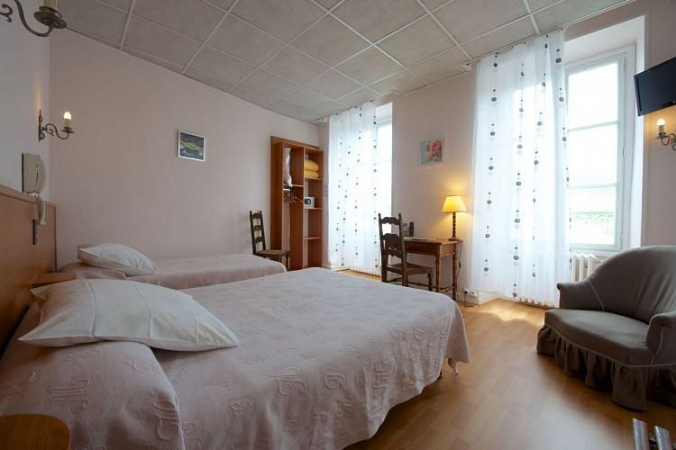 Hotel-de-france-Chambre-2-3