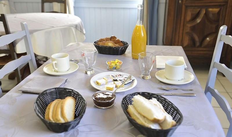 petit-dejeuner-hotel-de-la-poste