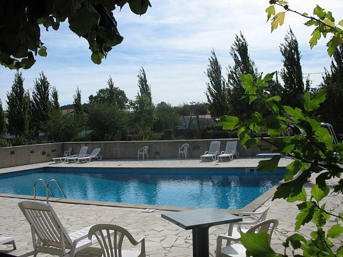Hotel-Arocena-piscine