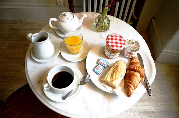 Hotel-Saint-Charles-Petit-dejeuner-Biarritz