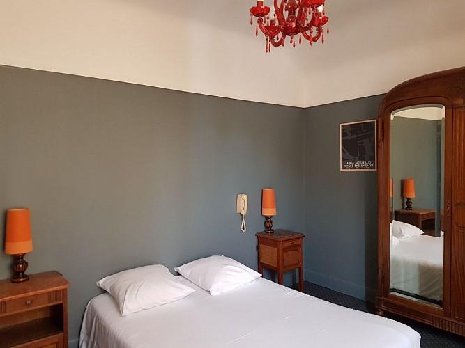 Hotel-Saint-Charles-chambre-orange-Biarritz