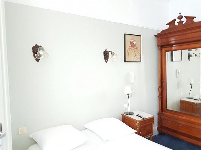 Hotel-Saint-Charles-Chambre-blanche-Biarritz