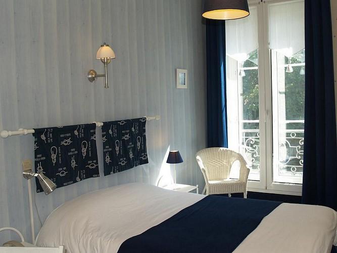 Hôtel Central - Pau - Chambre double bleue