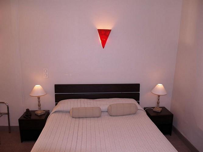 Hôtel Central - Pau - Chambre double applique rouge
