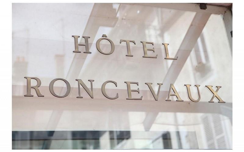 Hôtel Roncevaux - Pau - Panneau