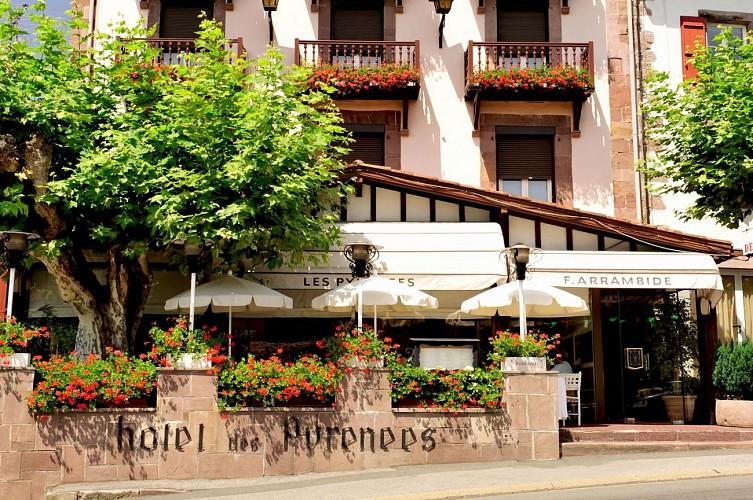 Hôtel Les Pyrénées - façade - Saint Jean Pied de Port