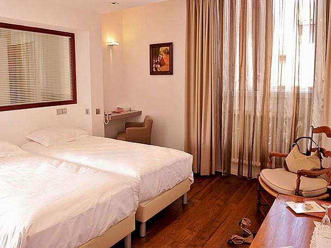 Hôtel Les Pyrénées - chambre standard - Saint Jean Pied de Port