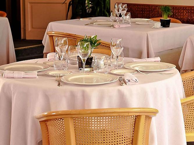Hôtel Les Pyrénées - restaurant - Saint Jean Pied de Port