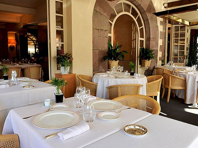 Hôtel Les Pyrénées - salle de restaurant - Saint Jean Pied de  Port