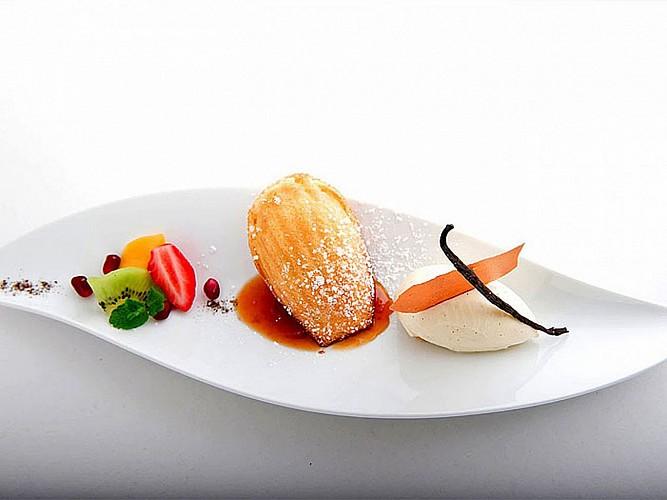 Hôtel Les Pyrenées - dessert madeleines - Saint Jean Pied de Port