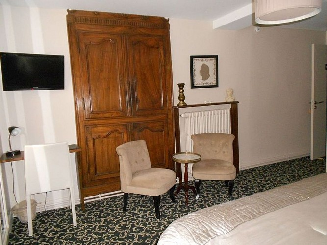 Hôtel Itzalpea - chambre Karrika coin bureau - Saint Jean Pied de Port