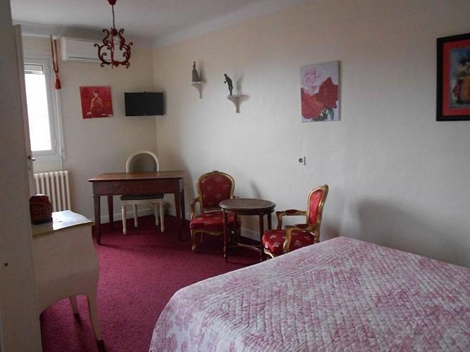 Hôtel Itzalpea - chambre Gorria - Saint Jean Pied de Port