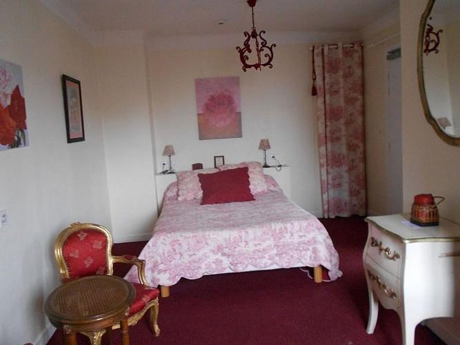 Hôtel Itzalpea - chambre Gorria bis -  Saint Jean Pied de Port