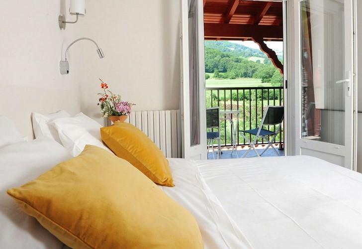 Hôtel Xoko Goxoa - chambre vue montagnes - Saint Michel