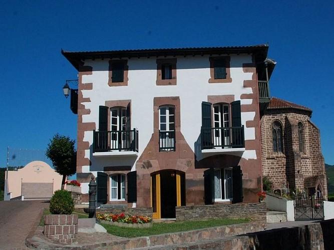 Hôtel Camou- façade - Uhart-Cize