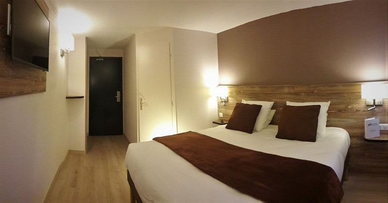 Brit Hotel - Lons - Chambres Doubles grand lit