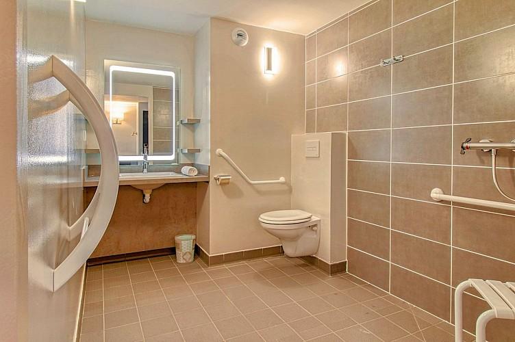 Brit Hôtel - Lons - chambre triple