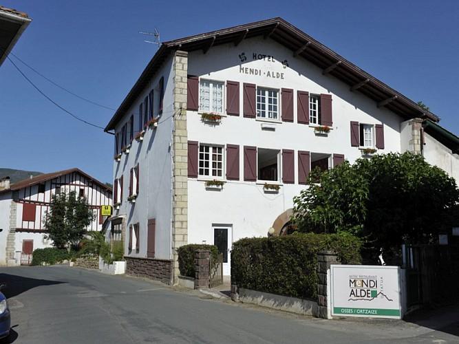 Hôtel Mendi Alde - façade - Ossès