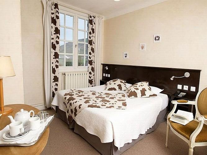 Hôtel Mendi Alde -  chambre marron - Ossès
