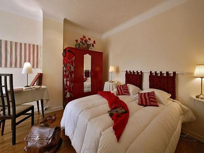Hôtel Mendi Alde - chambre rouge - Ossès