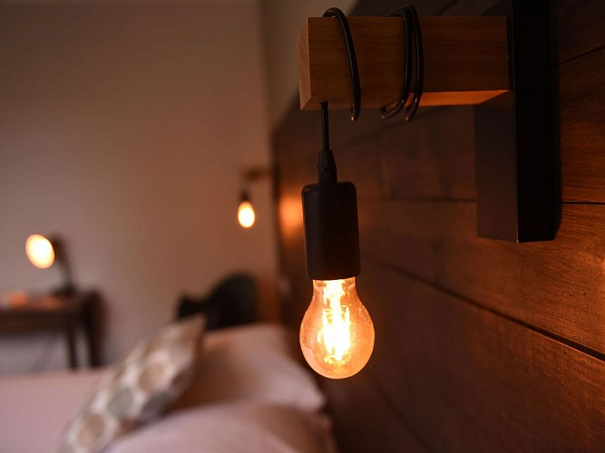 Hôtel restaurant Saint Sylvestre - luminaire chambre - Les Aldudes