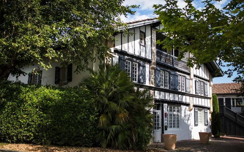 Auberge-Basque-Entrée