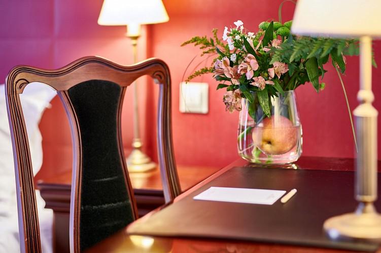 Hotel Georges VI salon