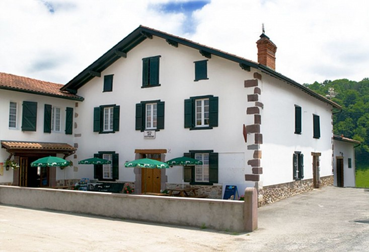 Auberge Etxoinia - façade terrasse - Lasse