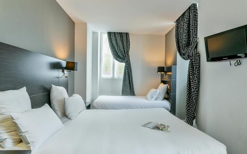 chambre-hotel-laurent-rodriguez-cambo-les-bains--1600x1200---Copier--3