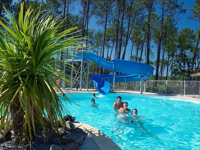 piscine-chauffee-domaine-des-grands-lacs1-1030x773