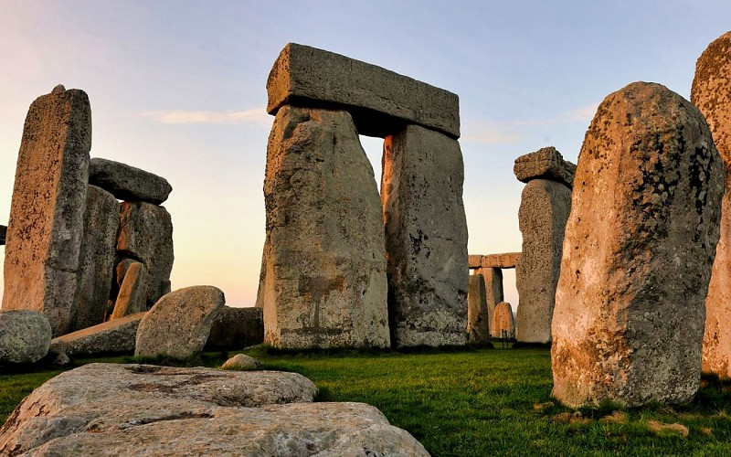 Stonehenge Half-Day Tour with Return Transport From London