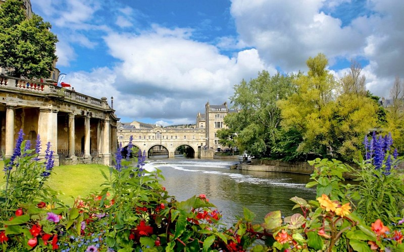Stonehenge and Bath Guided Day Trip From London with Free Lunch Pack