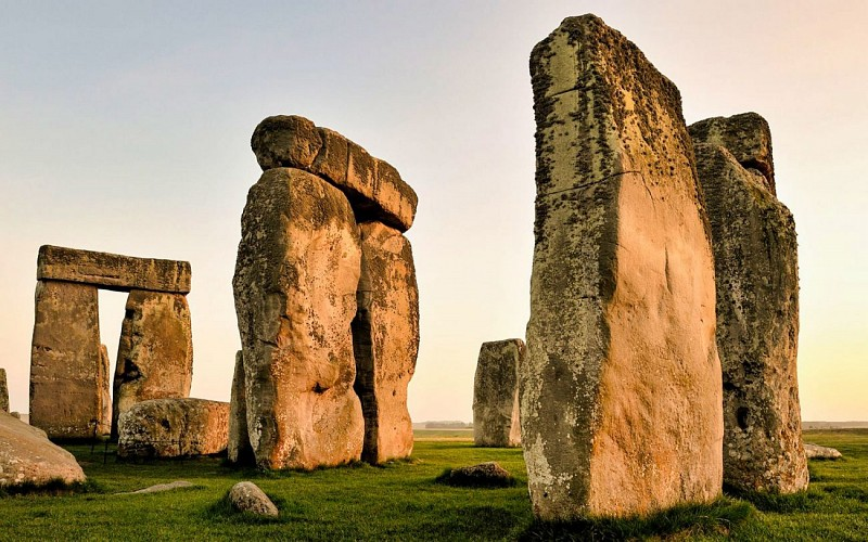 Stonehenge and Bath Guided Day Trip From London