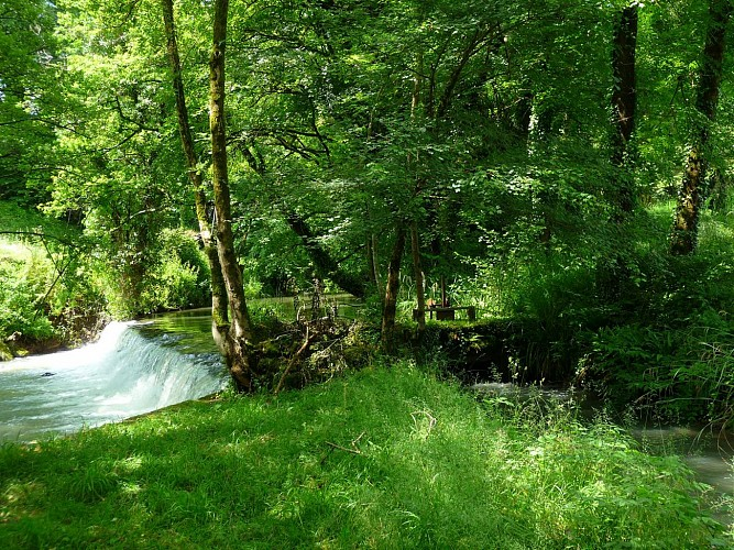 Chalet-dubief-Ruisseau-Moulin-d-Eysus-EYSUS