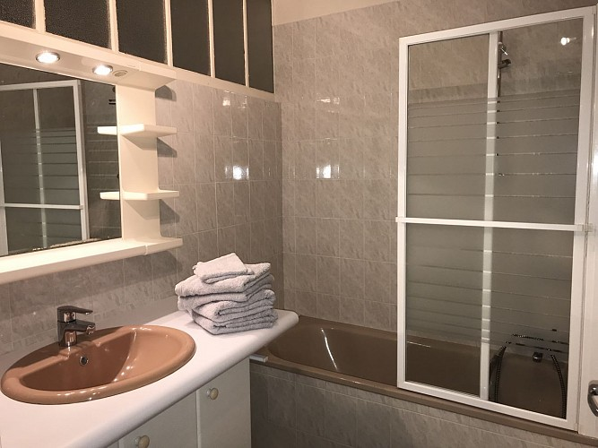Location-Chevet-RDC_salle de bain