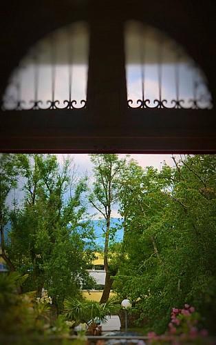 Villa-Bonvouloir-Bagneres-vue-depuis-le-hall