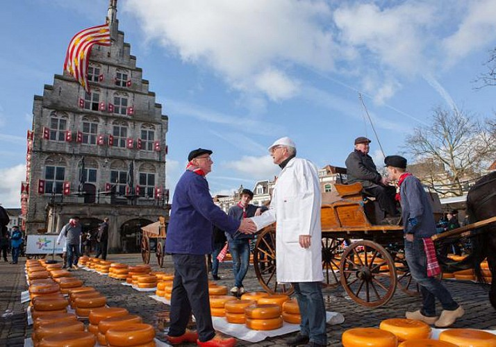 Guided Visit of a Cheese Market in Alkmaar - Departure from Amsterdam