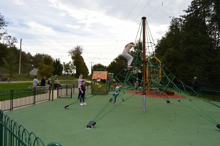 Aire de jeux, fitness et aire de pique-nique